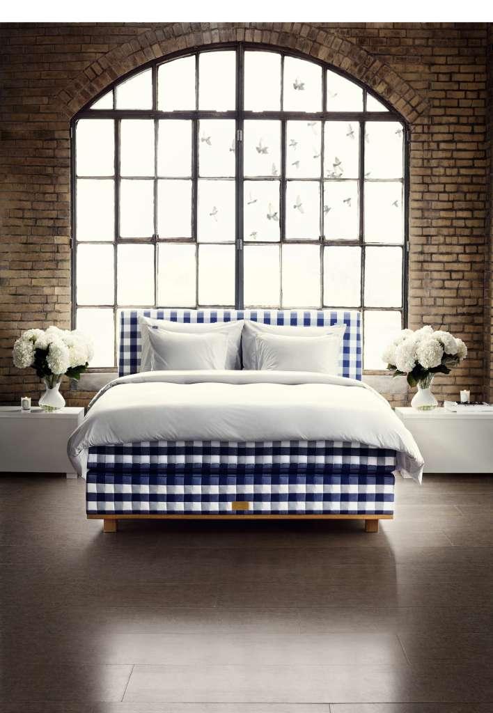 le lit le plus confortable du monde est fait la main savoir vivre la fran aise. Black Bedroom Furniture Sets. Home Design Ideas